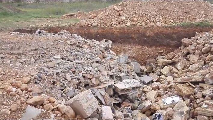 Vecinos denuncian que Cort entierra escombros sin reciclar en la 'falca verda'