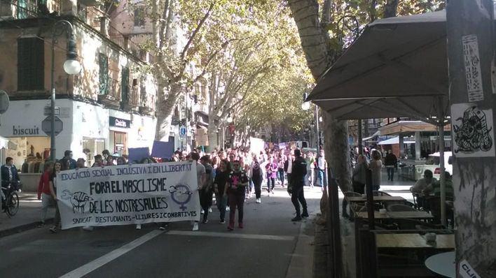 Cientos de estudiantes reclaman en Palma una asignatura de Educación Sexual