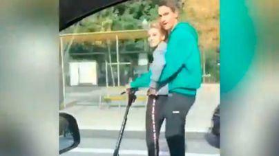 Cazada una pareja en un patinete eléctrico a 80 kilómetros hora por la Diagonal de Barcelona