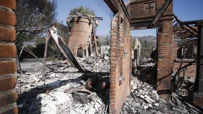 Hallan ocho cuerpos más en los incendios de California