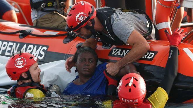 Josepha, la camerunesa rescatada por Open Arms recibe el alta