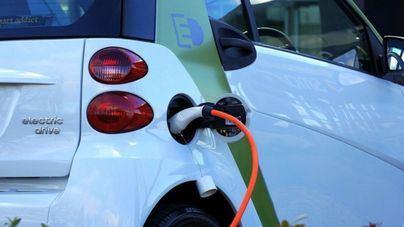 Cort instala diez puntos de carga gratuita para vehículos eléctricos en farolas de Palma