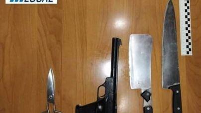 La Policía Local de Son Servera detiene a un individuo armado y atrincherado en su domicilio
