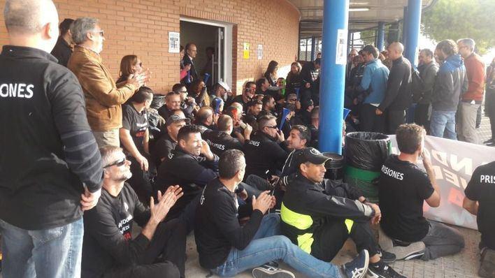 Los trabajadores de la cárcel de Palma secundan la primera jornada de huelga