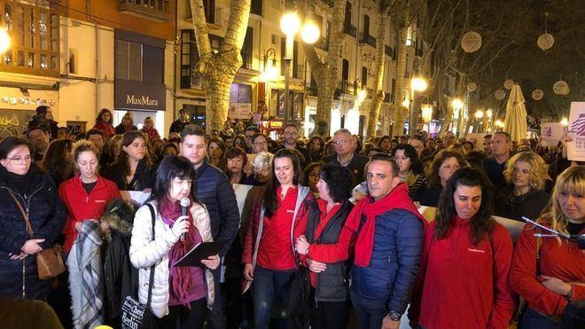 Unas 600 personas se concentran en el Borne de Palma por la mujer asesinada
