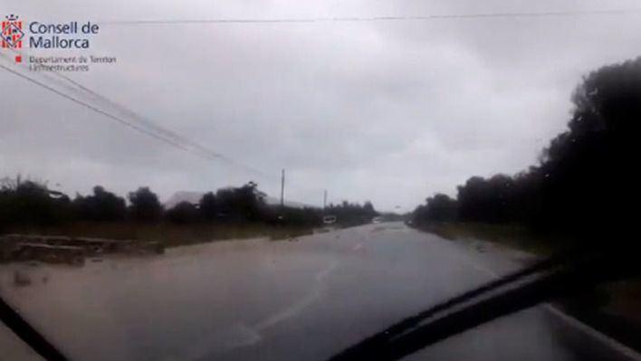 Cierran un tramo de la carretera de Artà a Capdepera tras desbordarse el Torrent d'en Sec