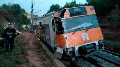 Un muerto y 44 heridos al descarrilar un tren en Vacarisses, Barcelona