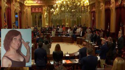 El Parlament guarda un minuto de silencio por Sacramento Roca