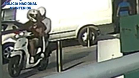 Dos jóvenes de 17 y 19 años, detenidos por robar a turistas en bicicleta en Playa de Palma