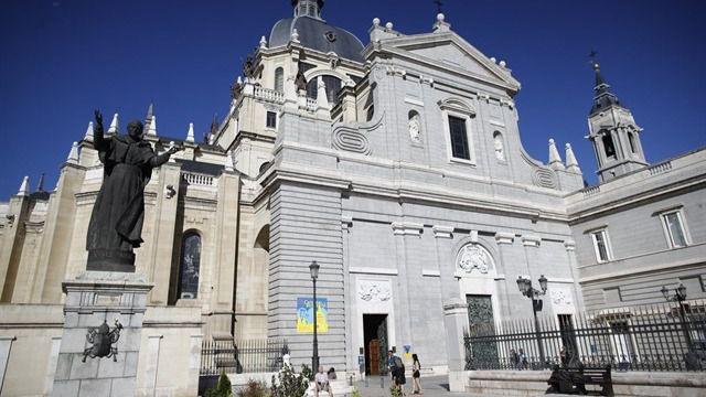 La Catedral de la Almudena instala un 'cepillo electrónico'