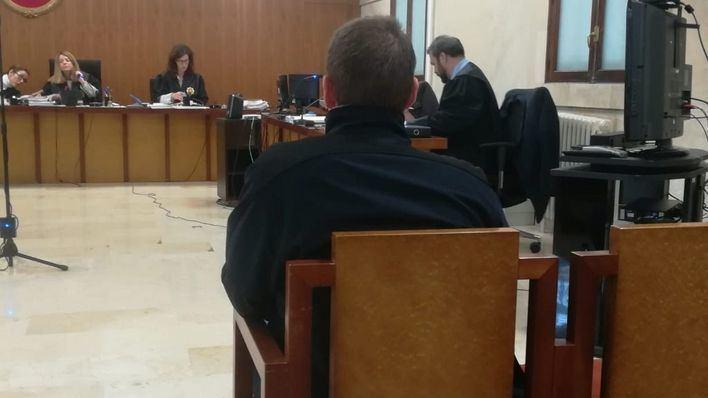 El director de un 'club d'esplai' acusado de abusos lo niega y dice que la menor tenía