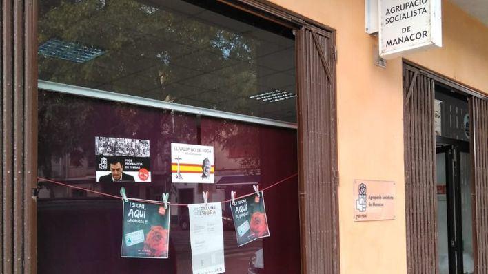 Carteles en el PSIB de Manacor contra la exhumación de Franco: