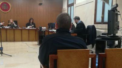 Los monitores dicen que el acusado de abusos en un club d'esplai no pudo quedarse a solas con la menor