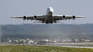 Govern, Consumo y Aviba se reúnen para tratar la subida de precios en algunos billetes de avión