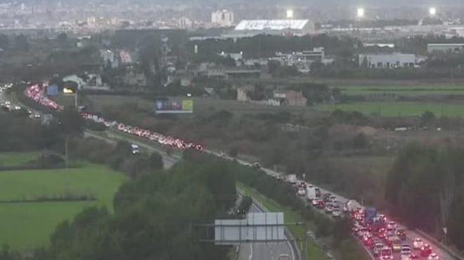 Monumental atasco en la autopista del aeropuerto de Palma