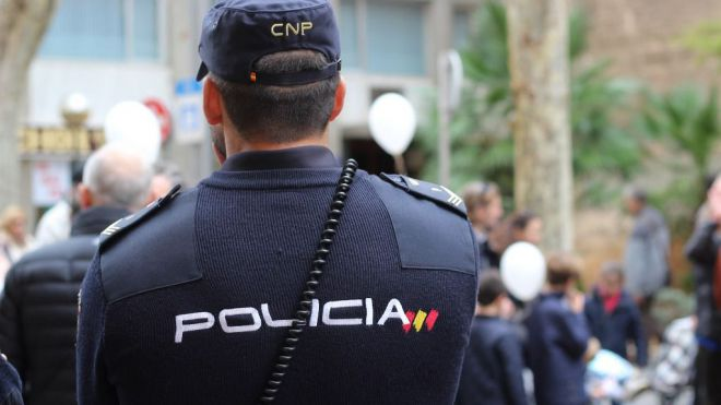 La tasa de suicidios entre policías y guardias civiles supera la media