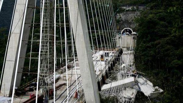 La caída de una estructura de un puente en Colombia deja cinco muertos