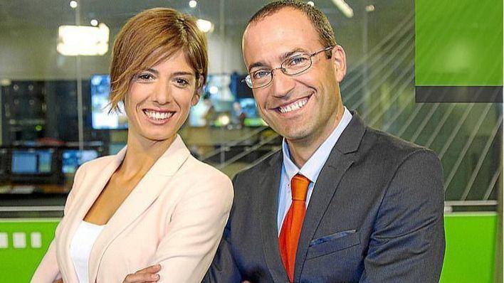 Núria Arias y Roger Riera, presentadores del informativo TEF