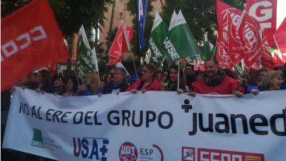 Trabajadores y sindicatos de Juaneda protestan en Palma contra el ERE