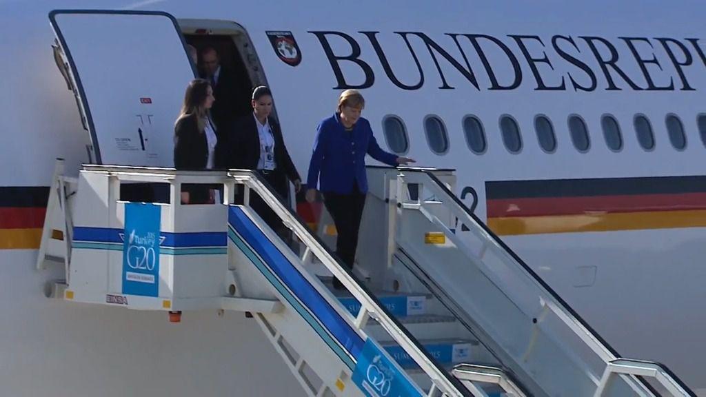 El avión de Merkel hace un aterrizaje de emergencia