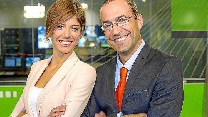 Núria Arias y Roger Riera, presentadores informativo TEF