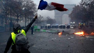 El Gobierno francés no descarta decretar el estado de emergencia tras la revuelta de ayer