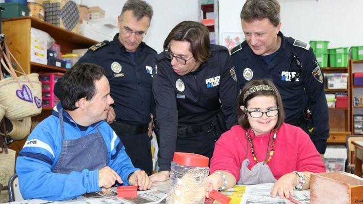 La Policía Local de Inca colabora con la Fundación Asnimo