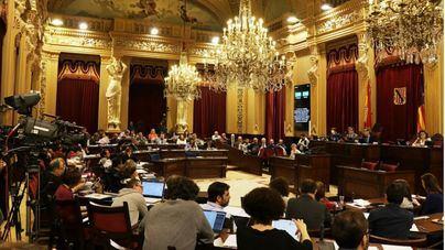 """PP y Cs se enfrentan al Pacte por la """"falta de actos"""" de la Constitución en Palma y el Parlament"""