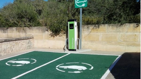 "Faltan enchufes: Baleares está ""muy lejos"" de poder abastecer al coche eléctrico"