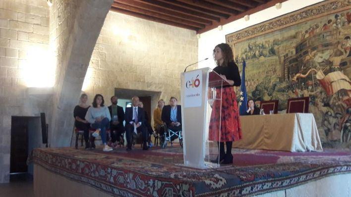 La delegada del Gobierno apoya reformar la Constitución y loa la gestión de Pedro Sánchez