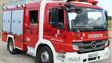 Desalojado un edificio de ocho plantas en Palma tras incendiarse el ascensor