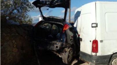 Una conductora herida tras chocar con una furgoneta aparcada cerca de Son Banya