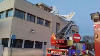 Dos muertos al chocar una avioneta en una gasolinera en Badia del Vallès