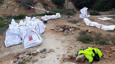 Retiran 495 kilos de fibrocemento de la isla de Sa Conillera en Ibiza