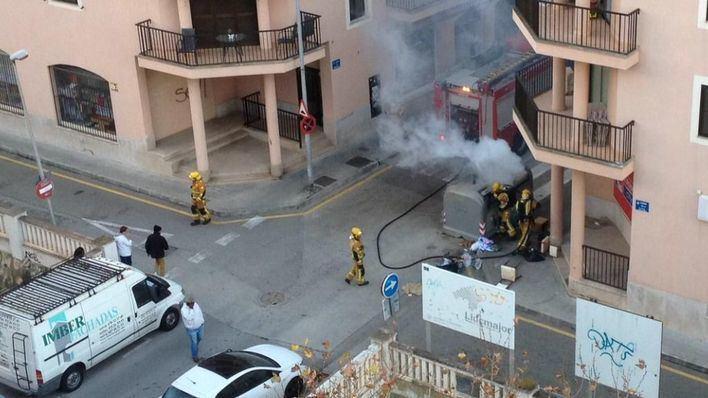 El pirómano quema contenedores en Palma y Llucmajor en plena tarde