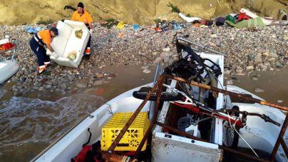 Retirados 1.720 kilos de residuos de la playa y del acantilado de Sa Penya