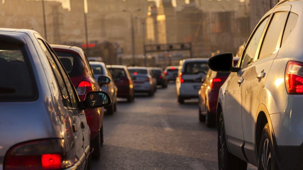 Tráfico prohibirá circular a más de 30 kilómetros por hora en todas las ciudades