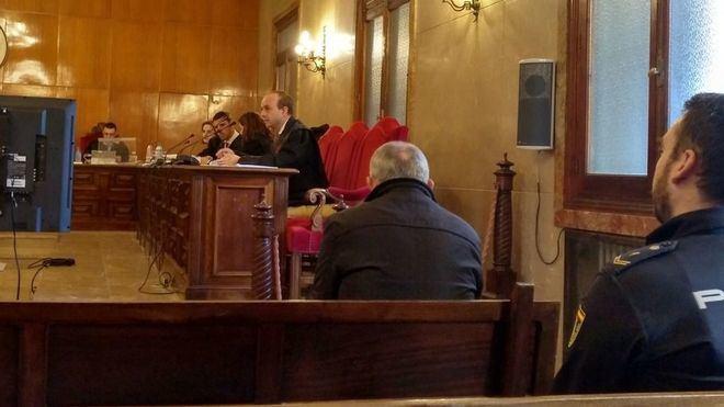 Ioan Ciotau, el acusado de asesinar a su mujer, en el banquillo