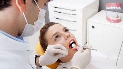 Casi 500.000 baleares no acuden al dentista desde hace un año y 65.300 no lo han hecho nunca