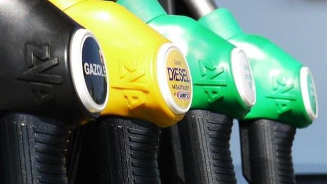 El precio de los carburantes sigue a la baja y cae hasta niveles de marzo