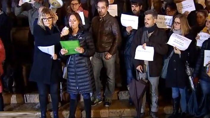 """Los periodistas se manifiestan en Cort y piden que se respete su """"independencia y libertad"""""""