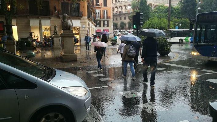 La borrasca Flora llega a Mallorca con lluvias intensas y viento huracanado