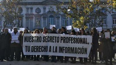 Un centenar de periodistas se concentran en Madrid para defender el secreto profesional