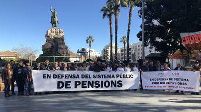 Unas 50 personas piden en Palma que se blinde en la Constitución el derecho a recibir una pensión digna