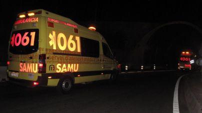 Dos jóvenes graves tras caer con su coche desde 10 metros sobre la carretera de Andratx