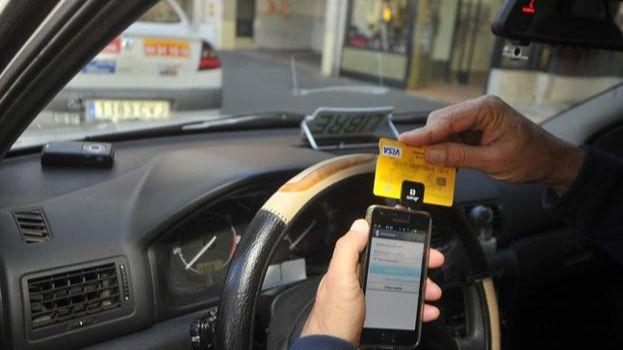 Tres de cada cuatro lectores creen que debería ser obligatorio aceptar el pago con tarjeta en los taxis
