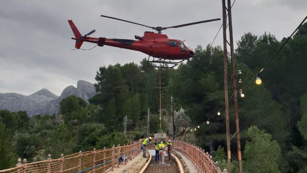 Tren de Sóller utiliza un helicóptero en las obras de mejora de la vía