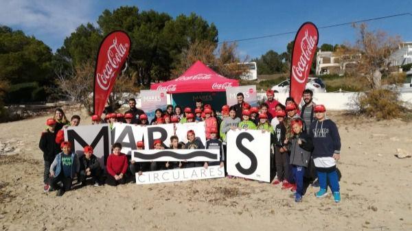 'Mares Circulares' de Coca-Cola y Palma Futsal limpian de residuos el litoral de Portocolom