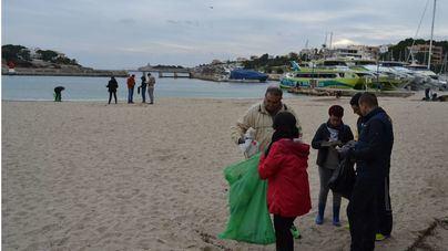 THB Hotels limpia la playa de Porto Cristo
