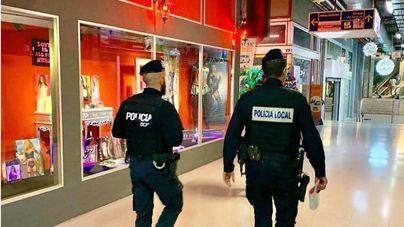 Expedientan a un sex-shop de Palma que exponía pornografía al lado de una tienda de juguetes